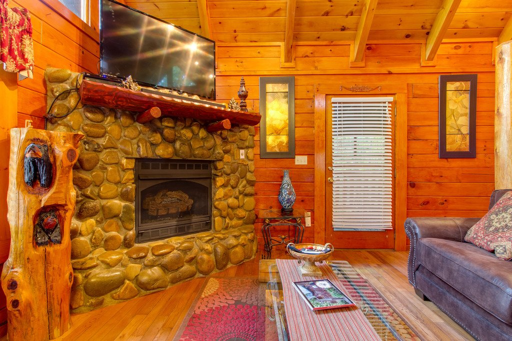 Photo of a Gatlinburg Cabin named Woodland Rose - This is the second photo in the set.