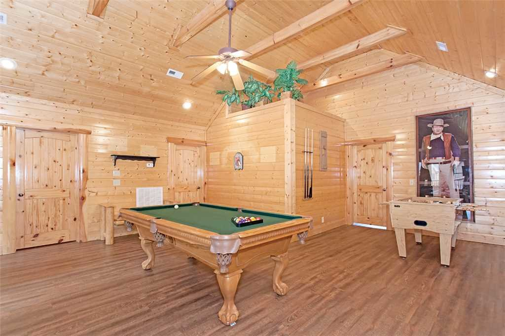 Photo of a Pigeon Forge Cabin named Black Bear Manor - This is the twelfth photo in the set.