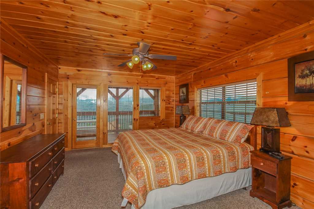Photo of a Pigeon Forge Cabin named Grand View Lodge - This is the twelfth photo in the set.
