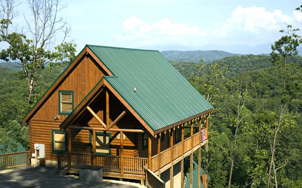 Photo of a Pigeon Forge Cabin named Blue Ridge Sunrise - This is the first photo in the set.