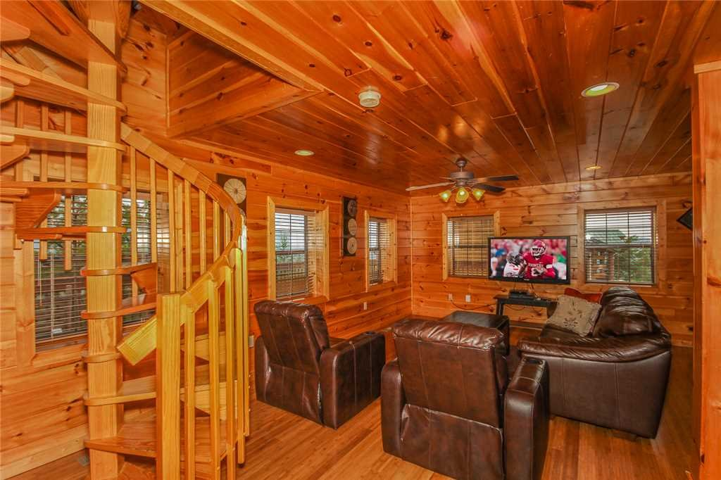 Photo of a Pigeon Forge Cabin named Grand View Lodge - This is the twenty-second photo in the set.