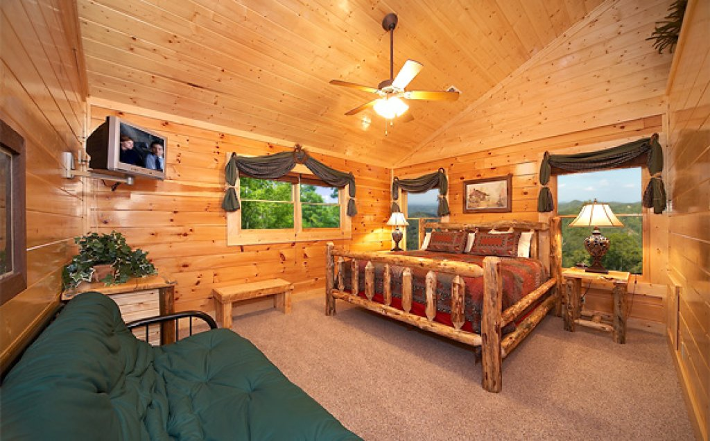 Photo of a Pigeon Forge Cabin named Sequoyah Manor - This is the fourteenth photo in the set.
