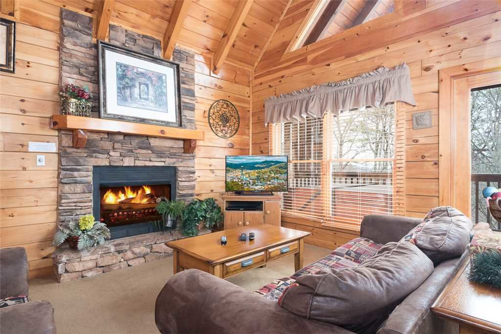 Photo of a Pigeon Forge Cabin named Robin's Rest - This is the third photo in the set.