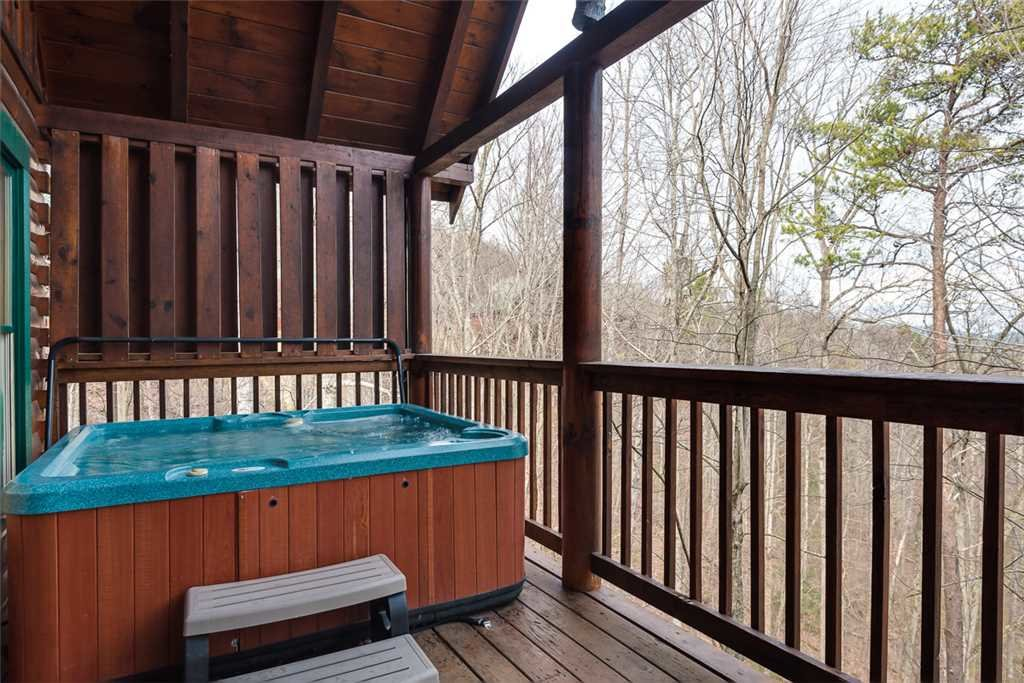 Photo of a Pigeon Forge Cabin named Robin's Rest - This is the twenty-second photo in the set.
