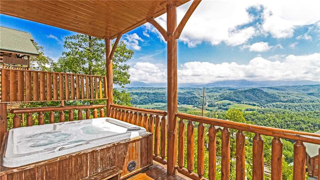 Photo of a Pigeon Forge Cabin named High Expectations - This is the twenty-first photo in the set.