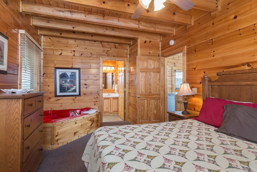Photo of a Pigeon Forge Cabin named Raven's Nest At Sherwood Forest - This is the seventh photo in the set.