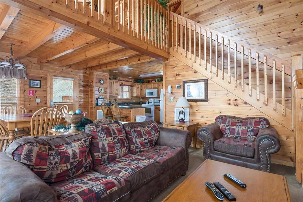 Photo of a Pigeon Forge Cabin named Robin's Rest - This is the fourth photo in the set.
