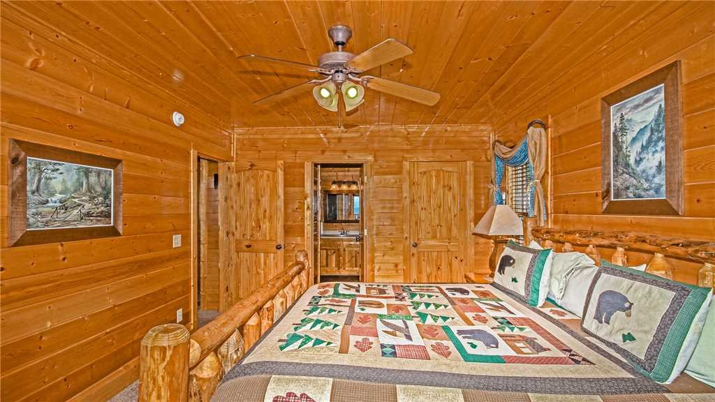 Photo of a Pigeon Forge Cabin named High Expectations - This is the eighteenth photo in the set.