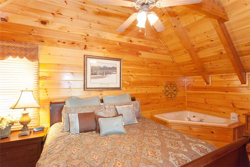 Photo of a Pigeon Forge Cabin named Mountain Dreams At Sherwood Forest - This is the tenth photo in the set.