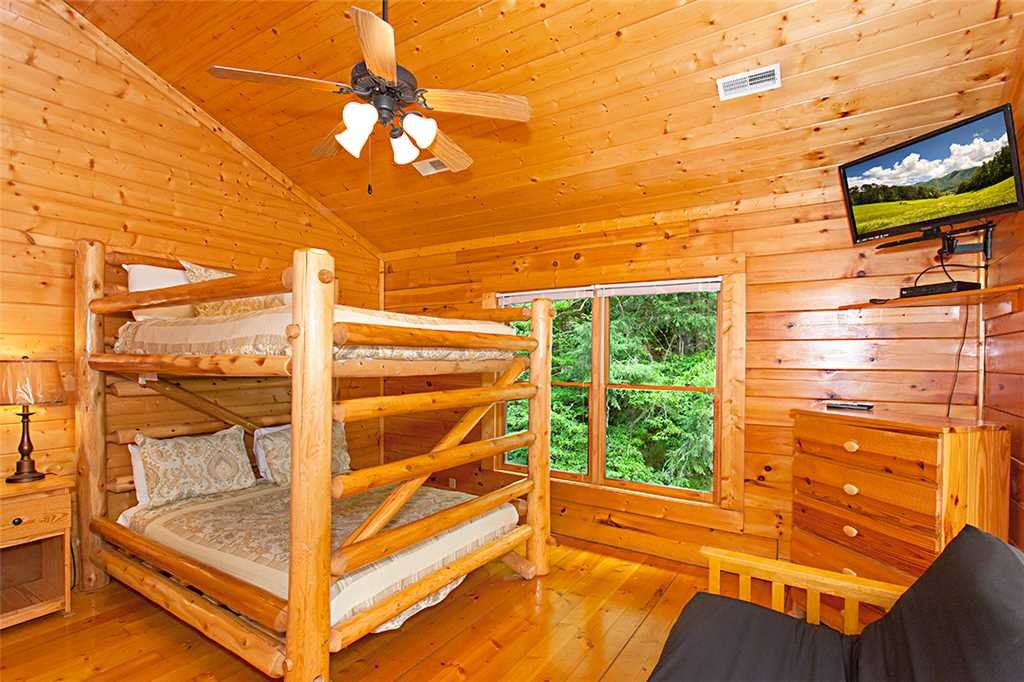 Photo of a Gatlinburg Cabin named Creekside Lodge - This is the twentieth photo in the set.