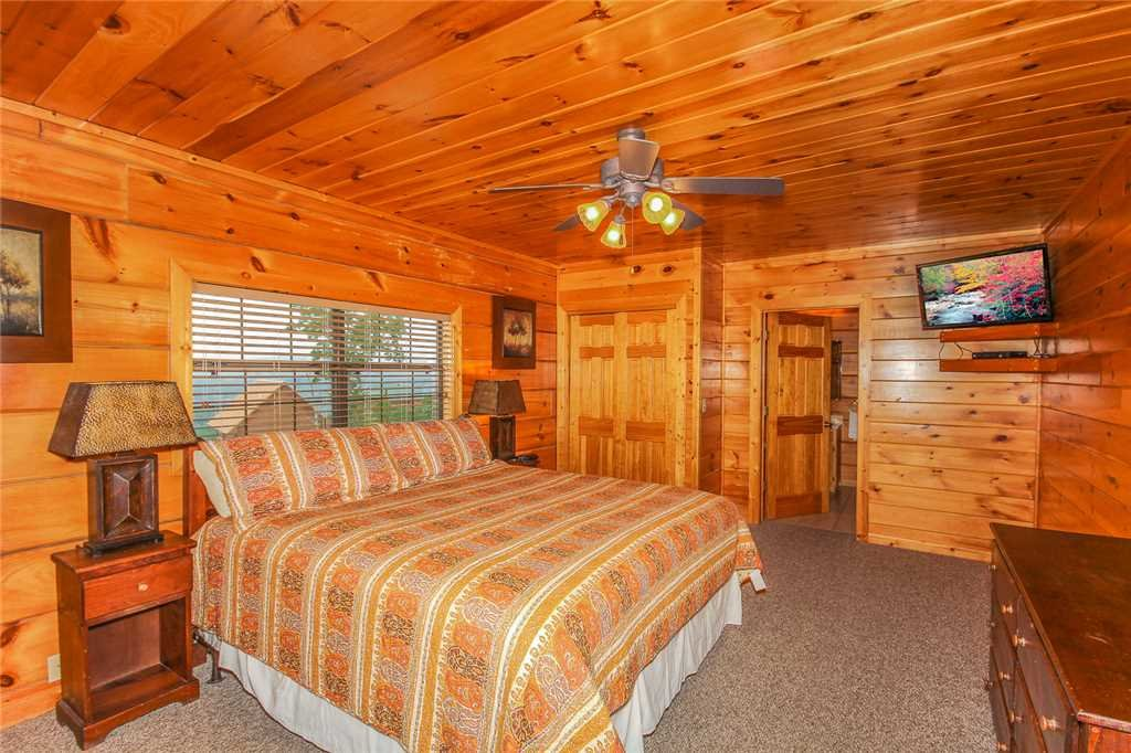 Photo of a Pigeon Forge Cabin named Grand View Lodge - This is the tenth photo in the set.