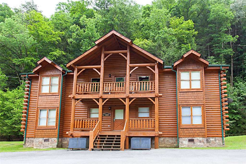 Photo of a Pigeon Forge Cabin named Creekside Lodge - This is the first photo in the set.