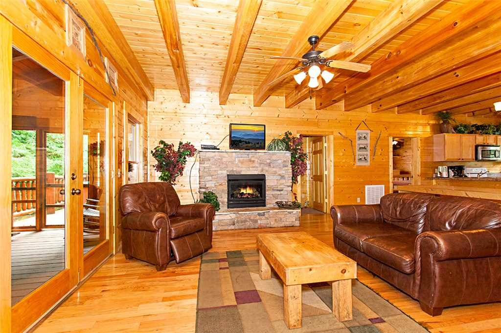 Photo of a Pigeon Forge Cabin named Creekside Lodge - This is the second photo in the set.