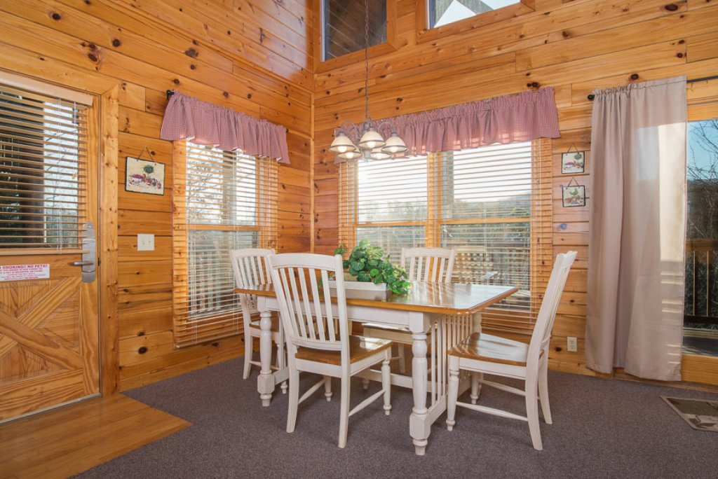 Photo of a Pigeon Forge Cabin named Raven's Nest At Sherwood Forest - This is the third photo in the set.
