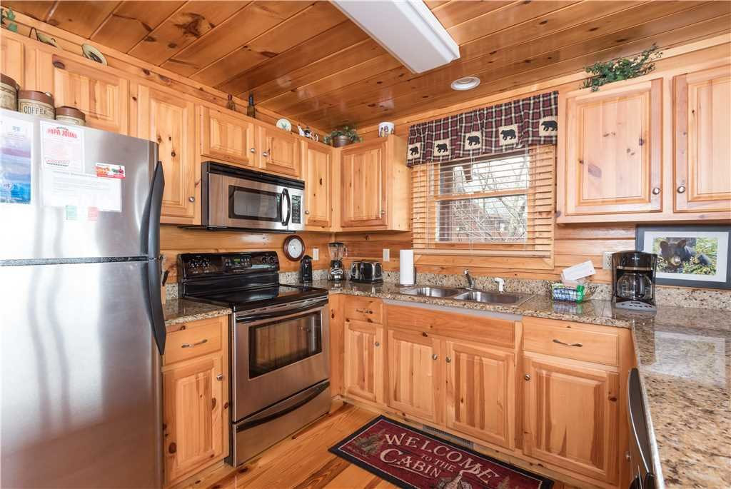 Photo of a Pigeon Forge Cabin named Dancing Bear Lodge - This is the fifth photo in the set.