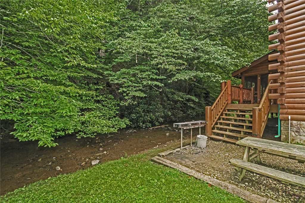 Photo of a Gatlinburg Cabin named Creekside Lodge - This is the thirty-seventh photo in the set.