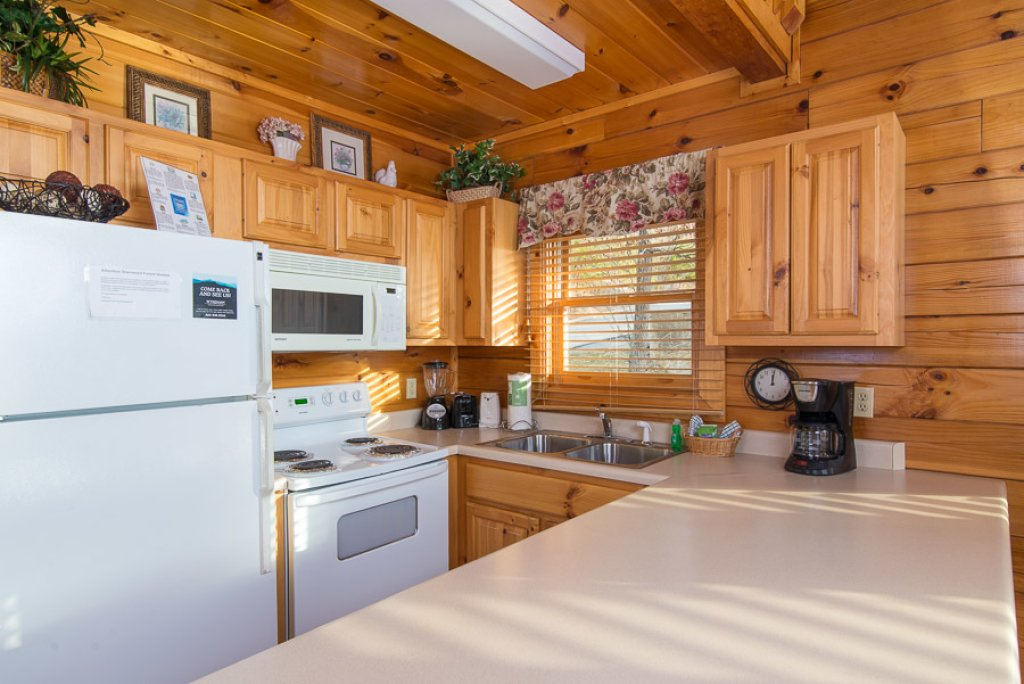 Photo of a Pigeon Forge Cabin named Raven's Nest At Sherwood Forest - This is the fifth photo in the set.