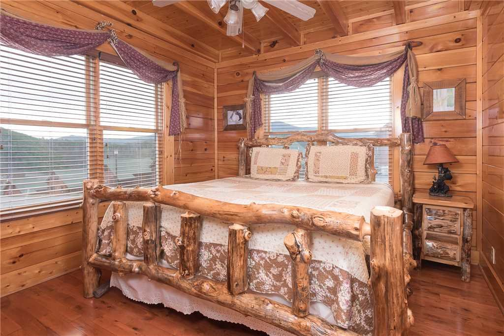 Photo of a Pigeon Forge Cabin named Nature's Paradise - This is the twelfth photo in the set.