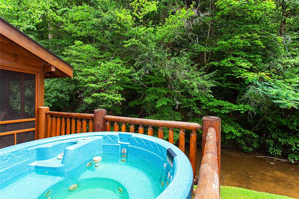 Photo of a Gatlinburg Cabin named Creekside Lodge - This is the thirtieth photo in the set.
