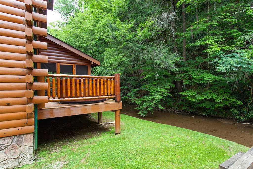 Photo of a Gatlinburg Cabin named Creekside Lodge - This is the thirty-fourth photo in the set.