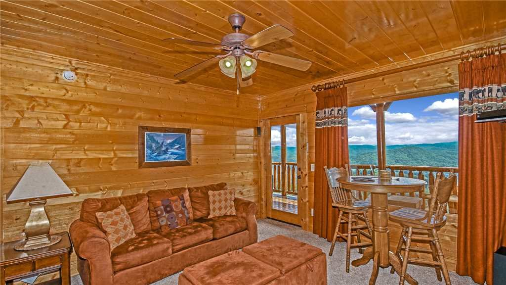 Photo of a Pigeon Forge Cabin named High Expectations - This is the eleventh photo in the set.