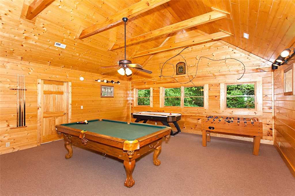 Photo of a Gatlinburg Cabin named Creekside Lodge - This is the seventh photo in the set.