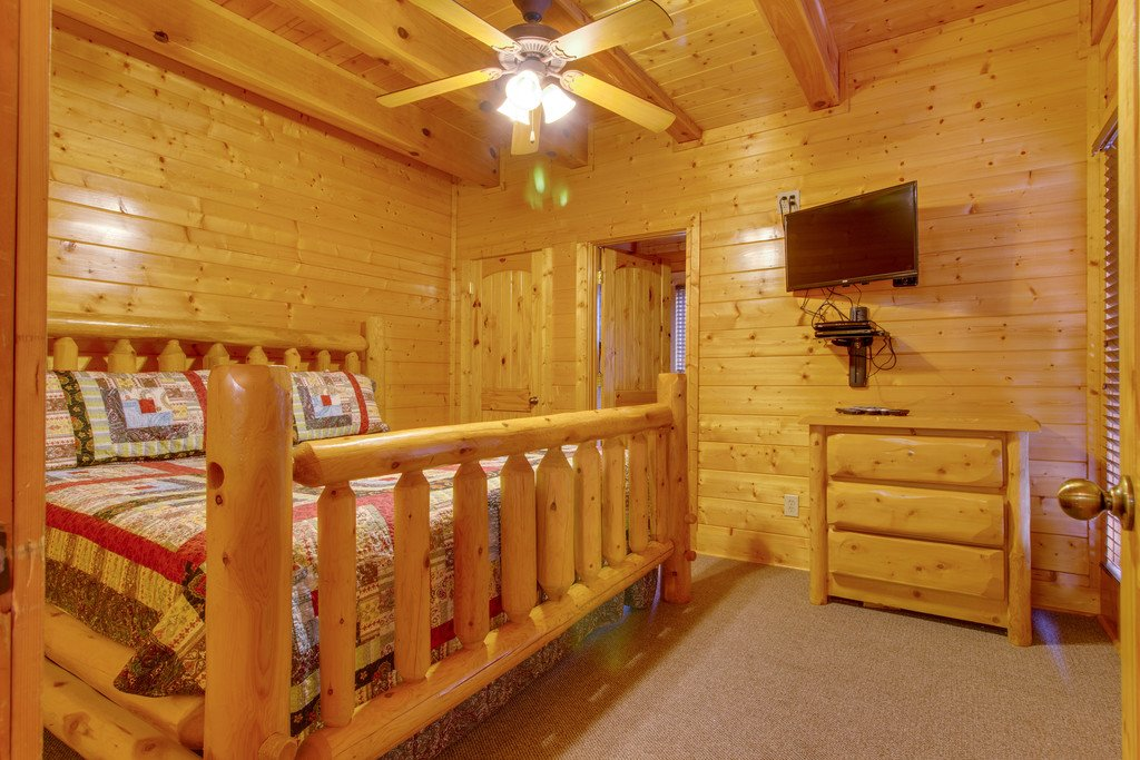 Photo of a Gatlinburg Cabin named Papa Bears Cabin - This is the thirtieth photo in the set.