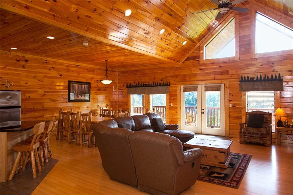Photo of a Gatlinburg Cabin named Papa Bear - This is the first photo in the set.
