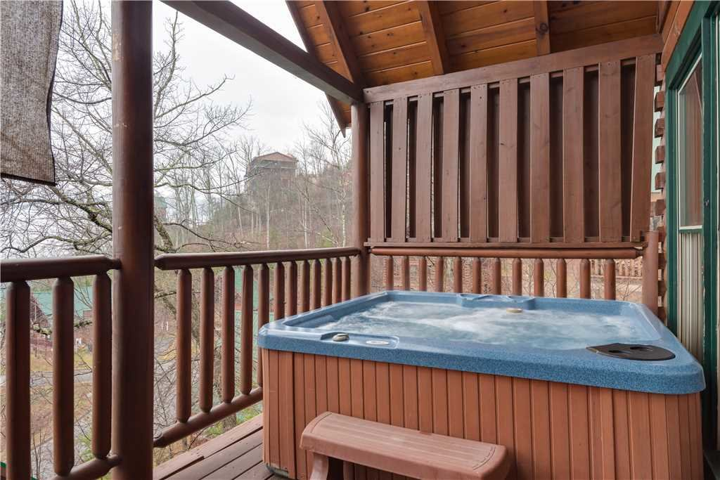 Photo of a Pigeon Forge Cabin named Dancing Bear Lodge - This is the eleventh photo in the set.