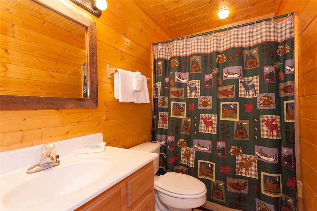 Photo of a Gatlinburg Cabin named Creekside Lodge - This is the twenty-first photo in the set.