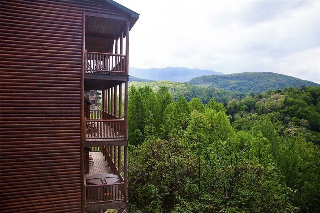Photo of a Gatlinburg Cabin named Mama Bear - This is the first photo in the set.