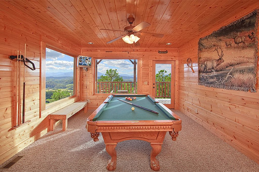 Photo of a Pigeon Forge Cabin named Pleasant View Ridge - This is the seventh photo in the set.