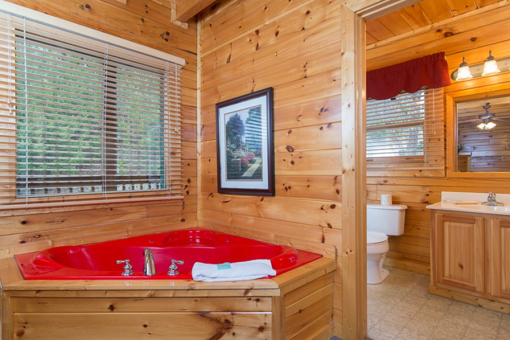 Photo of a Pigeon Forge Cabin named Raven's Nest At Sherwood Forest - This is the eighth photo in the set.