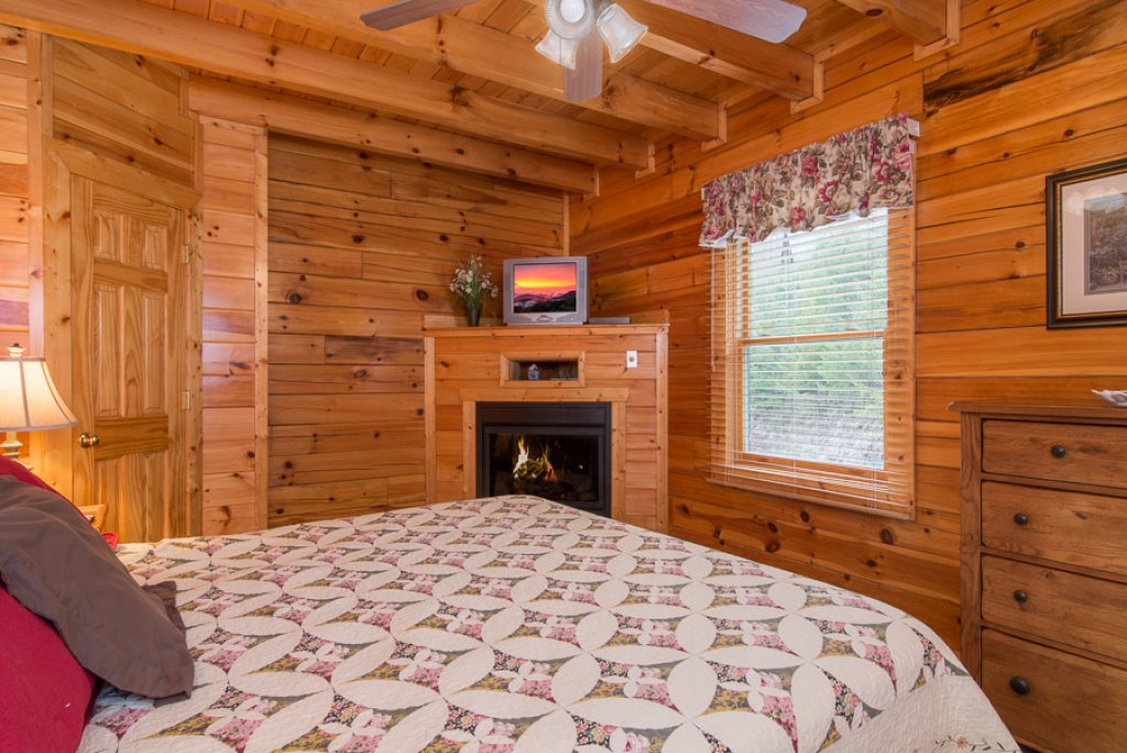 ... Photo Of A Pigeon Forge Cabin Named Ravenu0027s Nest At Sherwood Forest    This Is The ...