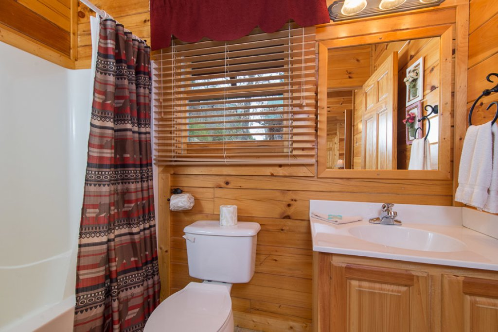 Photo of a Pigeon Forge Cabin named Raven's Nest At Sherwood Forest - This is the ninth photo in the set.