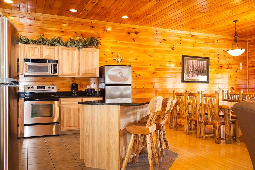 Photo of a Gatlinburg Cabin named Papa Bear - This is the fourth photo in the set.