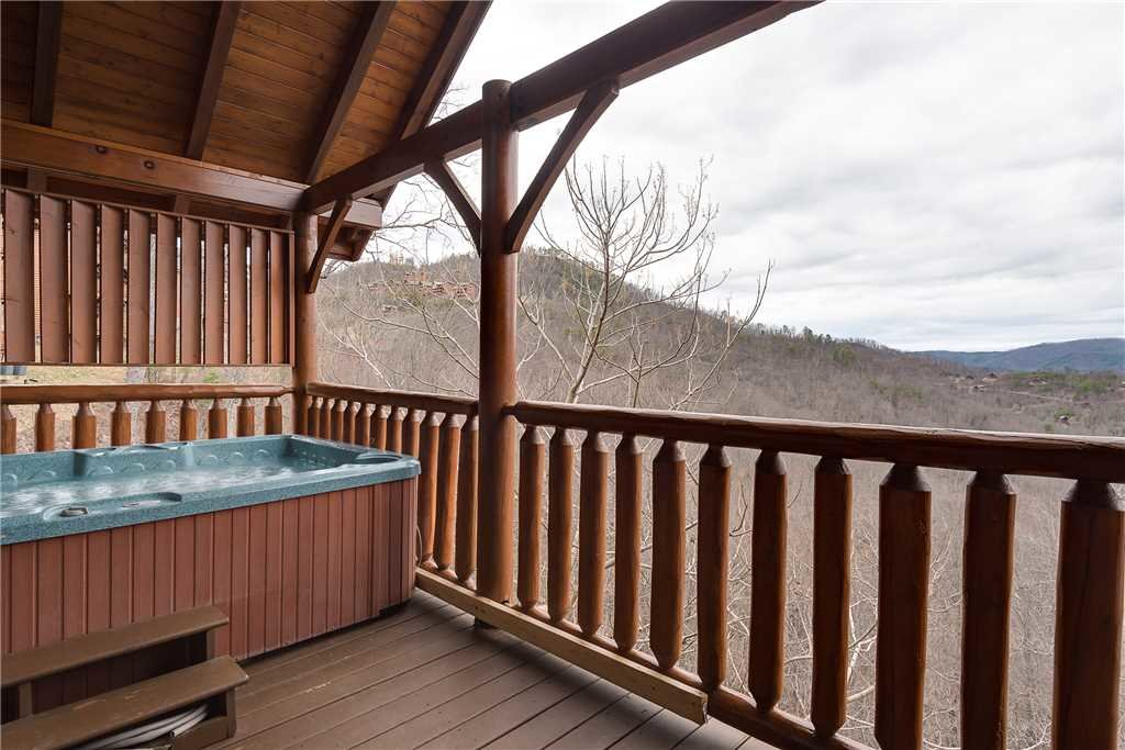 Photo of a Pigeon Forge Cabin named Nature's Paradise - This is the fourteenth photo in the set.