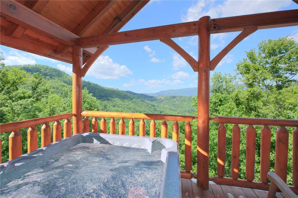 Photo of a Pigeon Forge Cabin named Nature's Paradise - This is the seventeenth photo in the set.