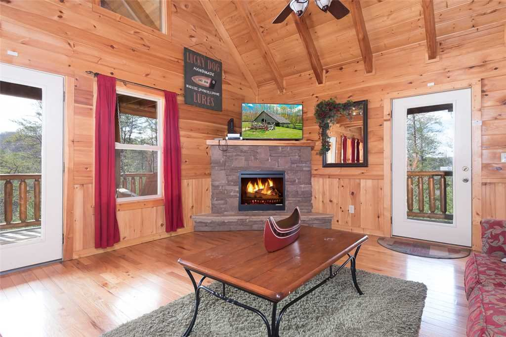 Photo of a Pigeon Forge Cabin named Peace Of Mind - This is the second photo in the set.