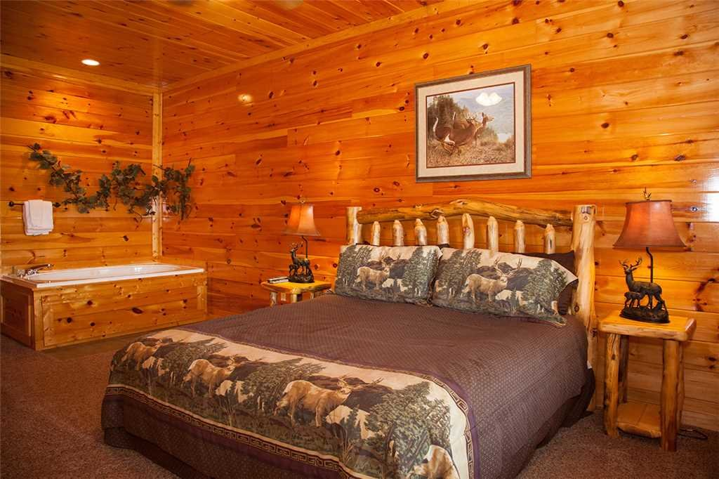 Photo of a Gatlinburg Cabin named Papa Bear - This is the eighteenth photo in the set.