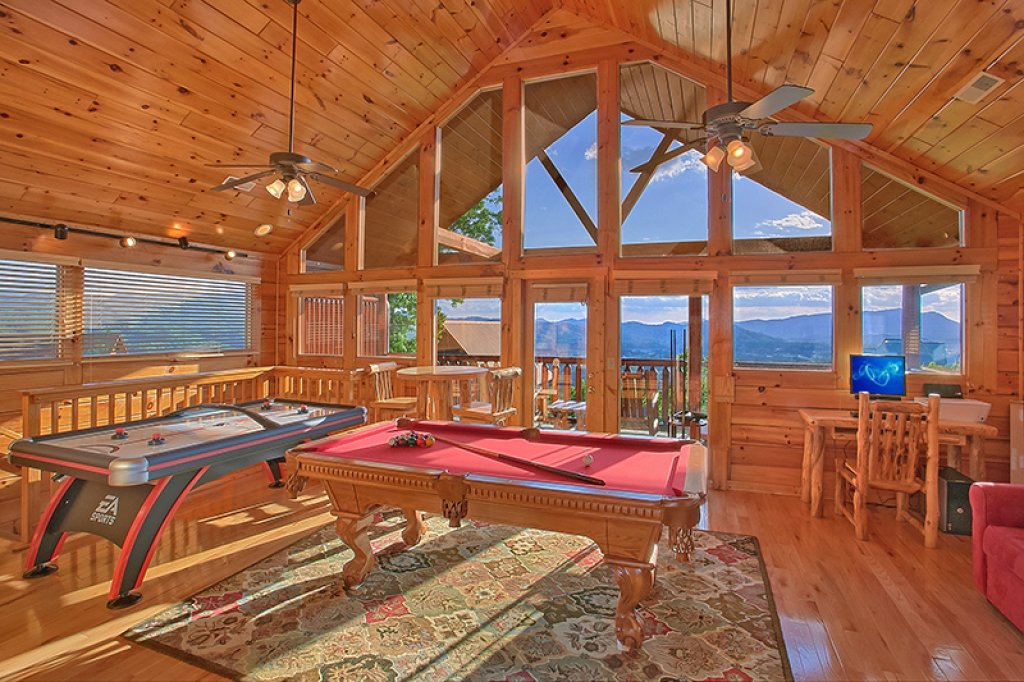 Photo of a Pigeon Forge Cabin named Sweet Surrender - This is the tenth photo in the set.