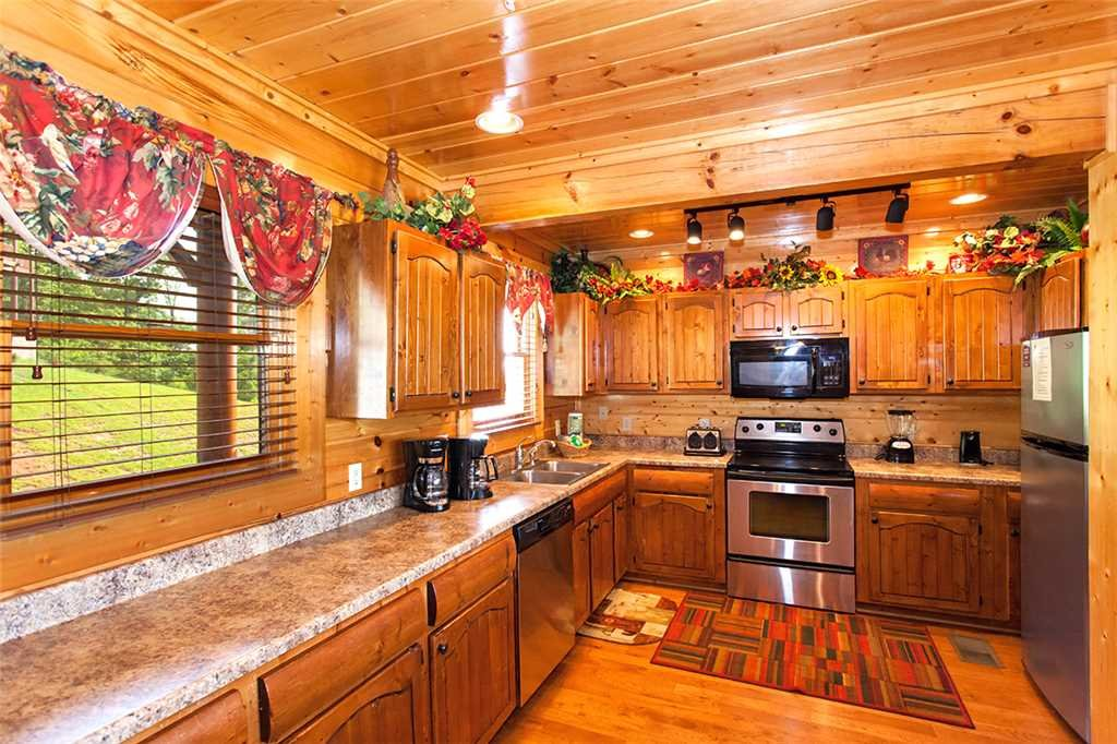 Photo of a Pigeon Forge Cabin named Majestic Sunrise - This is the fourth photo in the set.
