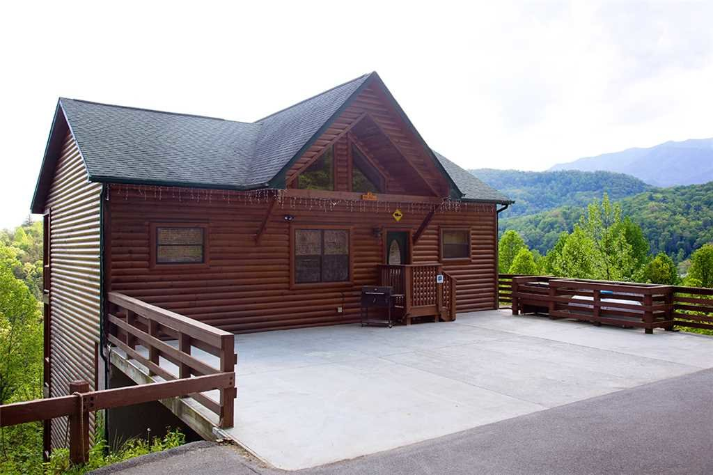 Photo of a Gatlinburg Cabin named Papa Bear - This is the thirty-seventh photo in the set.
