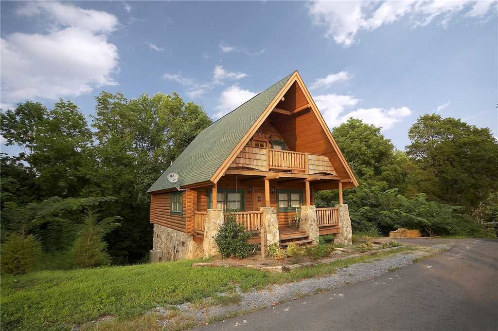 Photo of a Pigeon Forge Cabin named Merry Weather - This is the first photo in the set.