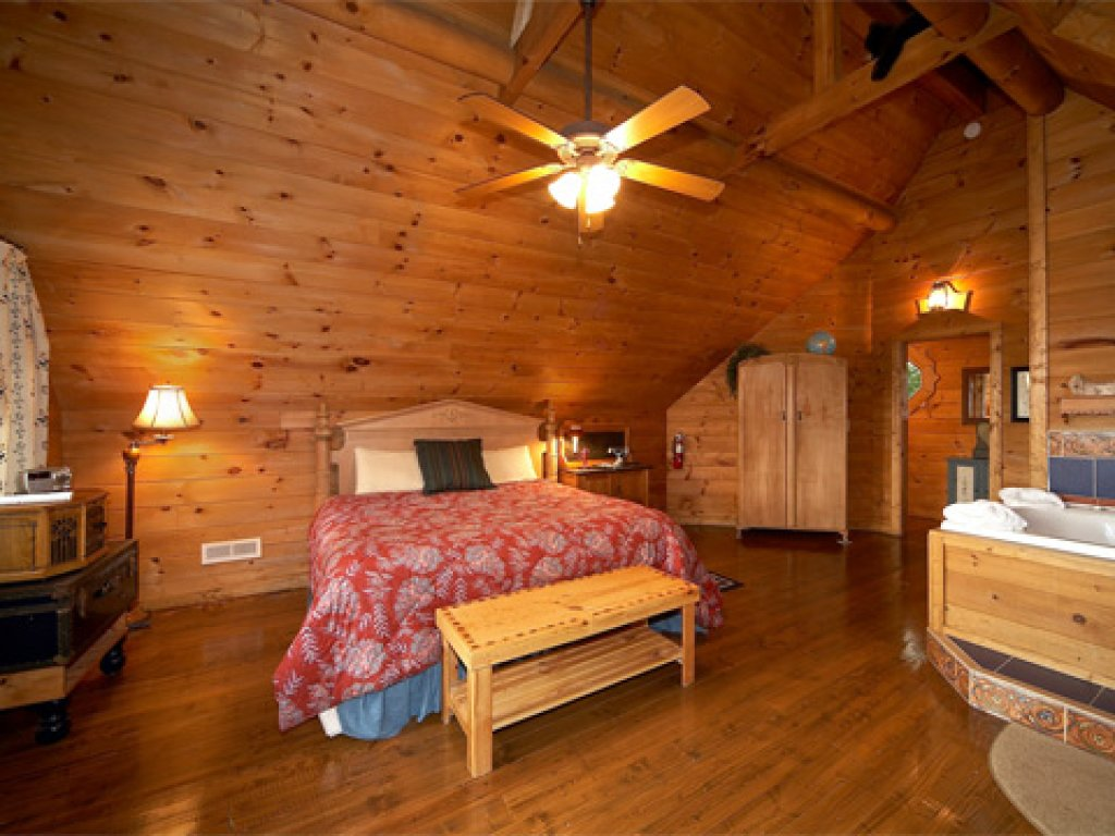 Photo of a Pigeon Forge Cabin named Merry Weather - This is the fourth photo in the set.