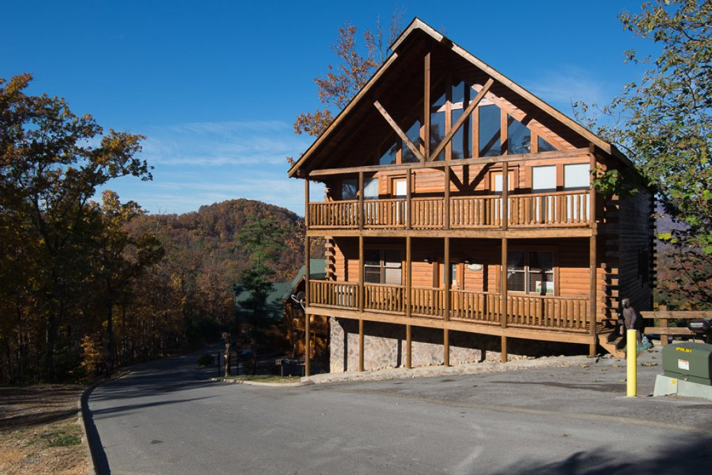 Photo of a Pigeon Forge Cabin named Theatre In The Mountains - This is the second photo in the set.