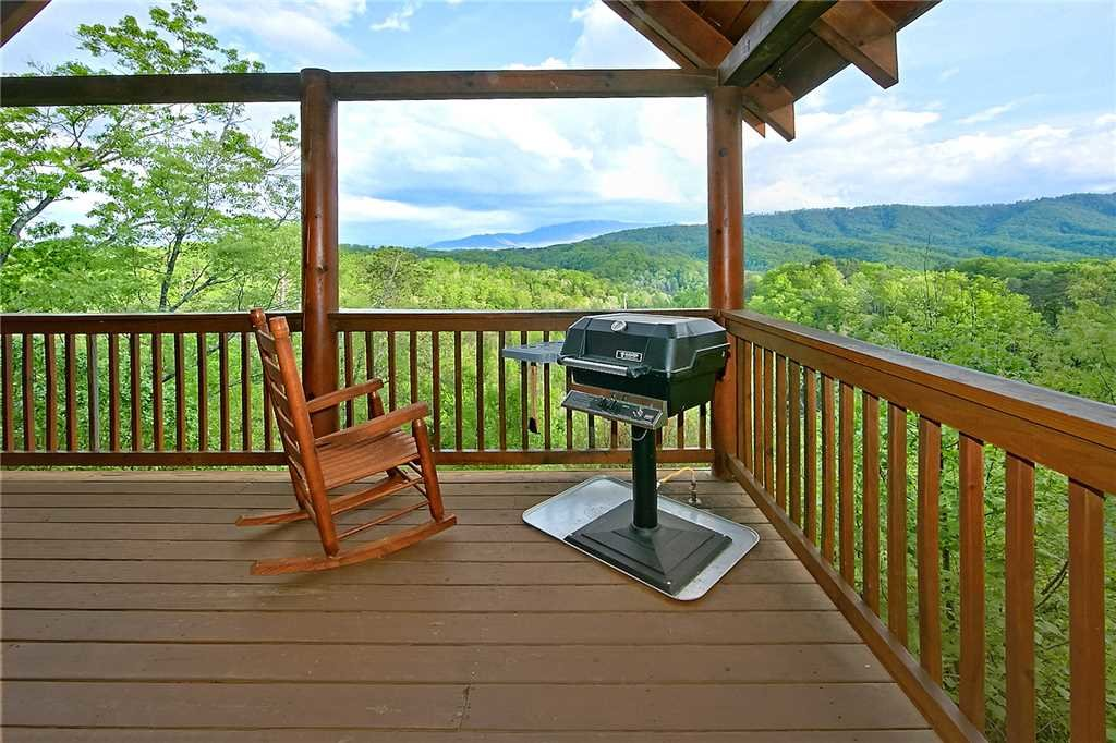 Photo of a Pigeon Forge Cabin named Vista Point - This is the twenty-first photo in the set.