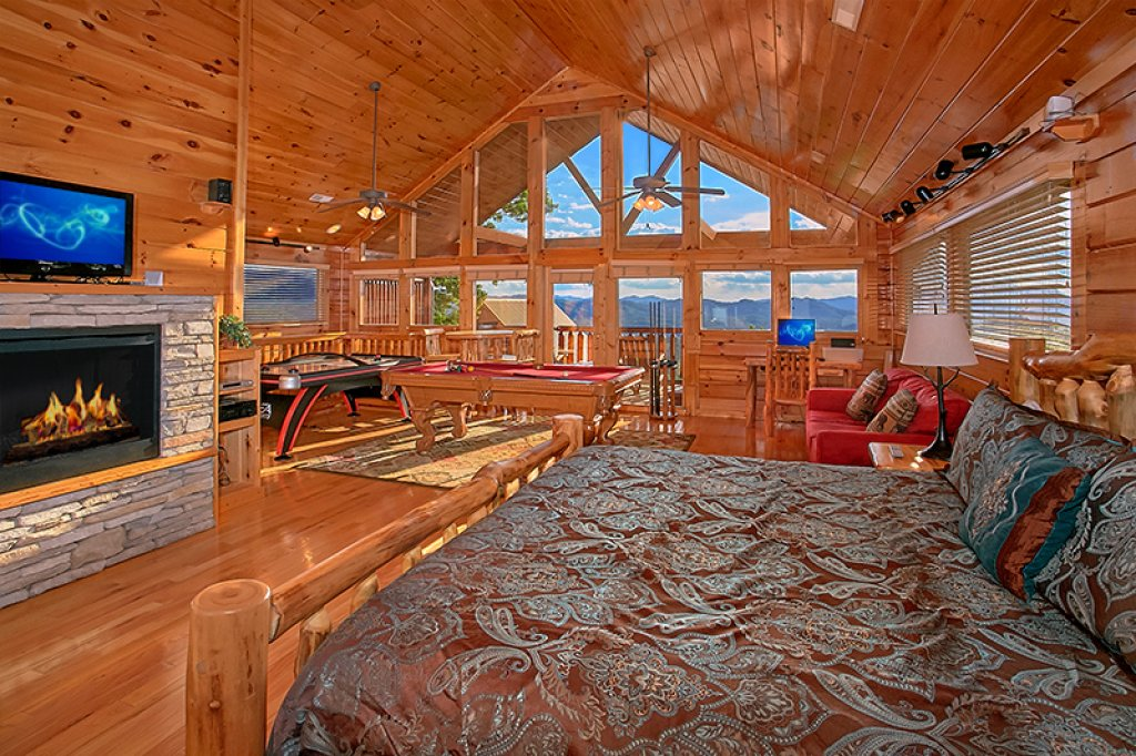Photo of a Pigeon Forge Cabin named Sweet Surrender - This is the eighth photo in the set.