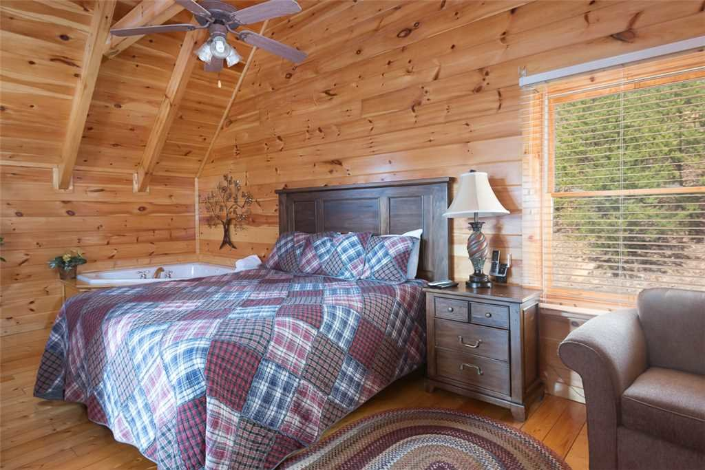 Photo of a Pigeon Forge Cabin named Vista Point - This is the sixteenth photo in the set.