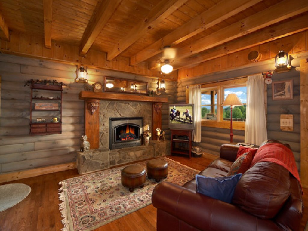 Photo of a Pigeon Forge Cabin named Merry Weather - This is the second photo in the set.